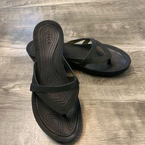 LIKE NEW black Crocs flip flop/sandals size 10
